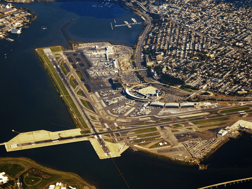 """LaGuardia lufthavn i New York. Den mindste lufthavn med """"blot"""" 25 millioner passagerer om året (det samme som Københavns Lufthavn)."""