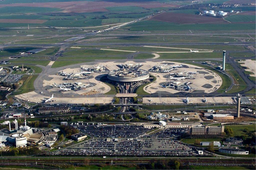 Den store Charles de Gaulle Lufthavn.
