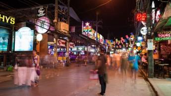 Bangla Road om natten (Phuket)