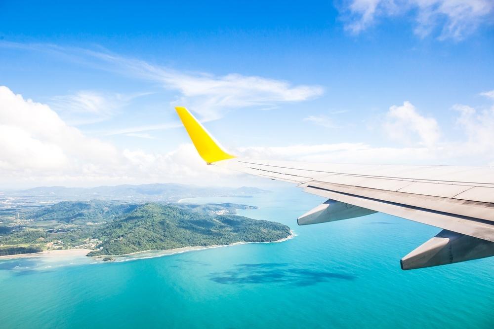se en ø fra vingen af et fly